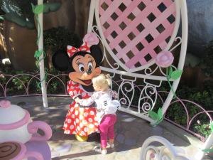 2012-12-19 Minnie Hug