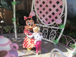 2012-12-19 Minnie Hug